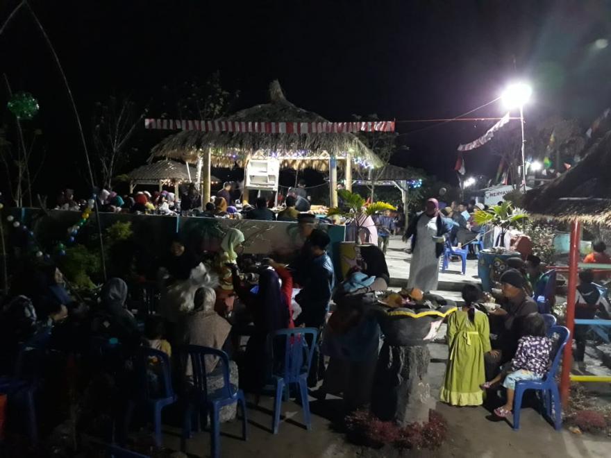 Image : TIRAKATAN MALAM 17 AGUSTUS 2019 DI DESA NGADIPURO