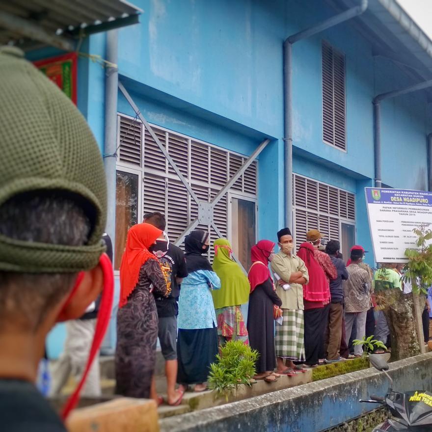 Image : penyaluran BSNT ( Bantuan Sosial Non Tunai ) di Desa Ngadipuro